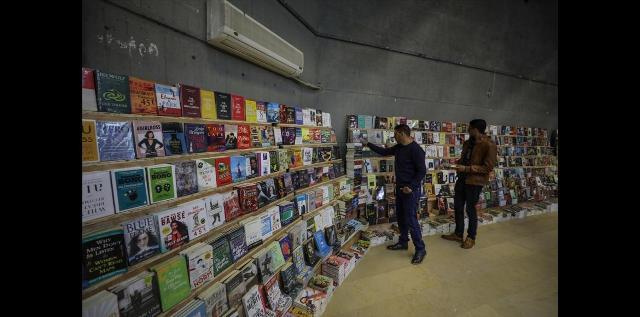 تمديد معرض «غزة هاشم للكتاب» إلى الثلاثاء