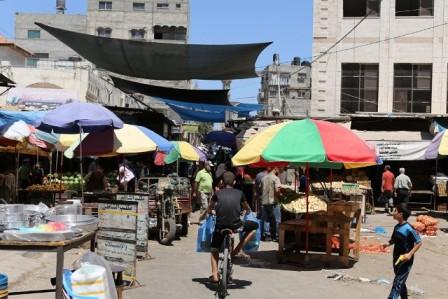 مخيم الشاطئ لا يتسع لقاطنيه، ومتنزهه مهدد بالمصادرة للاستثمار