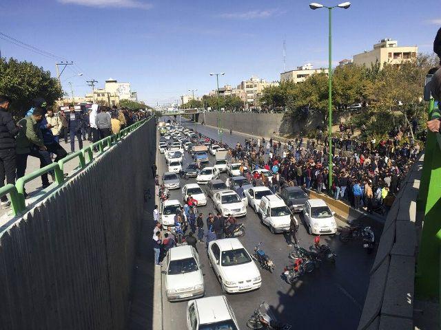 تهديد إيراني لدولا بالمنطقة حال ثبت ضلوعها بالاحتجاجات