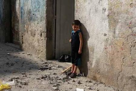 تحذير من وقف المساعدات الغذائية لفلسطينيي سوريا بلبنان