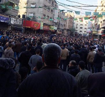 «الديمقراطية» تستنكر قمع الأجهزة الأمنية للتظاهرات السلمية الرافضة للغلاء في قطاع غزة