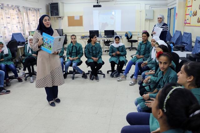 أونروا تعلن أسماء المرشحين لتقديم امتحان وظيفة معلم بغزة