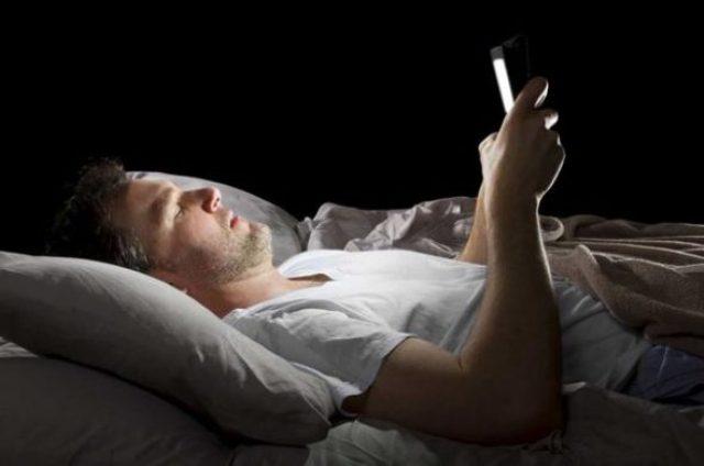 طرق لحماية العين من ضرر استخدام الهواتف الذكية