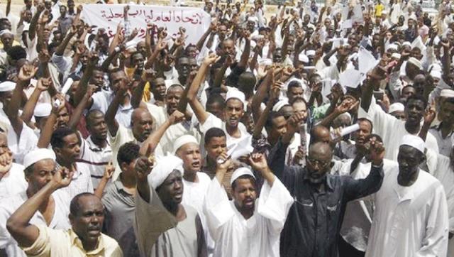 السودانيون يوقعون بـ(الأحرف الأولى) على الإعلان الدستوري