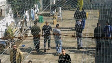 إدارة سجون الاحتلال تقلّص 50% من مشتريات الأسرى