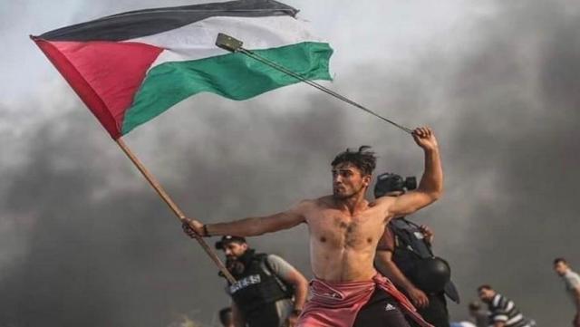 الغارديان تختار أجمل صورة لمسيرات العودة بغزة للعام 2019