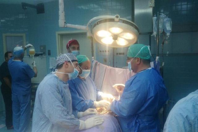 استئصال ورم في النخاع الشوكي لمريض بغزة