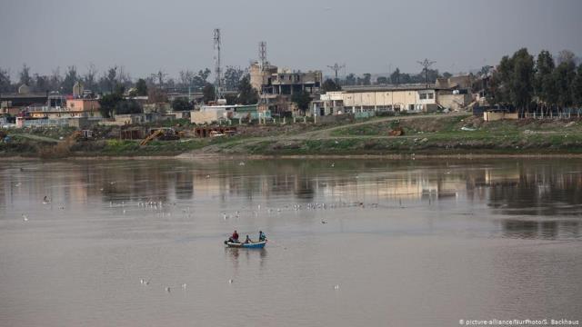 مئة قتيل إثر غرق عبارة في الموصل