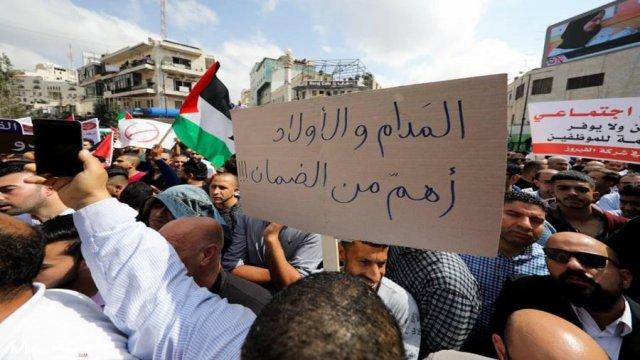 عباس يستصعب تجاهل الاحتجاج الاجتماعي في الضفة