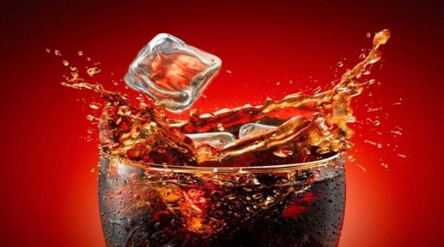 دراسة: كوبا مشروبات غازية يوميا يزيدان احتمالية الموت مبكرا