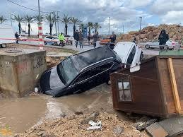 مصرع مستوطنين غرقا في مصعد غمرته مياه الأمطار في تل أبيب