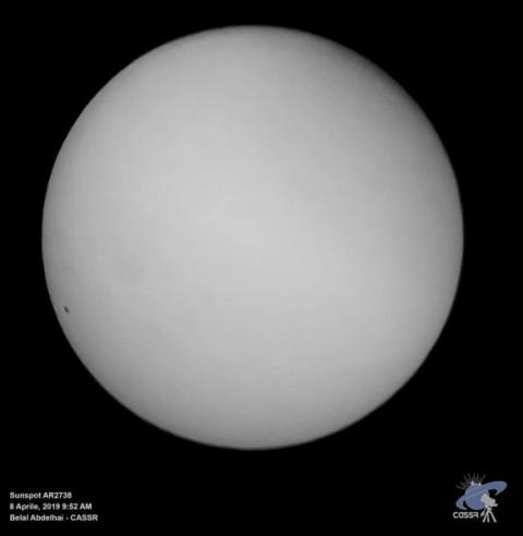 فريق فلكي بجامعة الأقصى يرصد ويوثق البقعة الشمسية رقم (AR2738)
