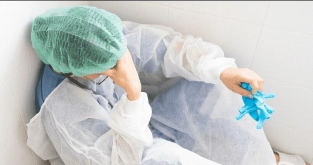 انتحار ممرضة بلندن بعد وفاة 8 مرضى كورونا