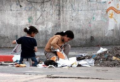مفوض الاونروا: الوضع في غزة خطير وهناك من يبحث عن الطعام في القمامة