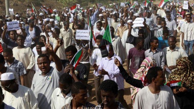 السودان: الاحتجاجات تتجه نحو القصر الرئاسي