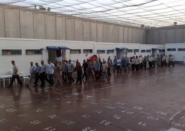 نادي الأسير يعلن تعليق  أسرى عسقلان الإضراب عن الطعام
