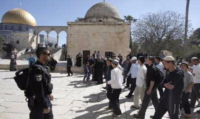150 مستوطنًا يقتحمون باحات  الاقصى .. واعتقال 15مواطنا في الضفة