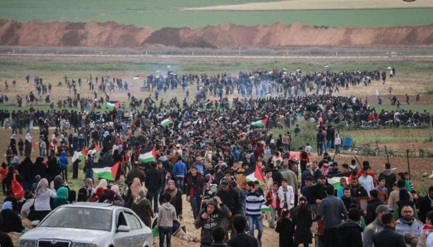 مركز حقوقي : الاحتلال قتل مواطن وأصاب(50) بالجمعة (58) لمسيرات العودة