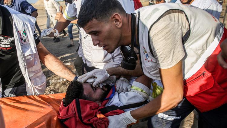 المسعفون الفلسطينيون في مرمى العدوان