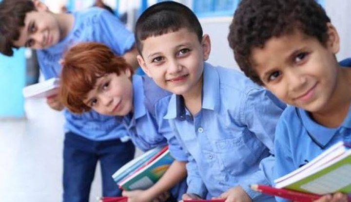 غزة: بداية عام دراسي مشحونة بالقلق من «كورونا» .. وتكاليف الدراسة
