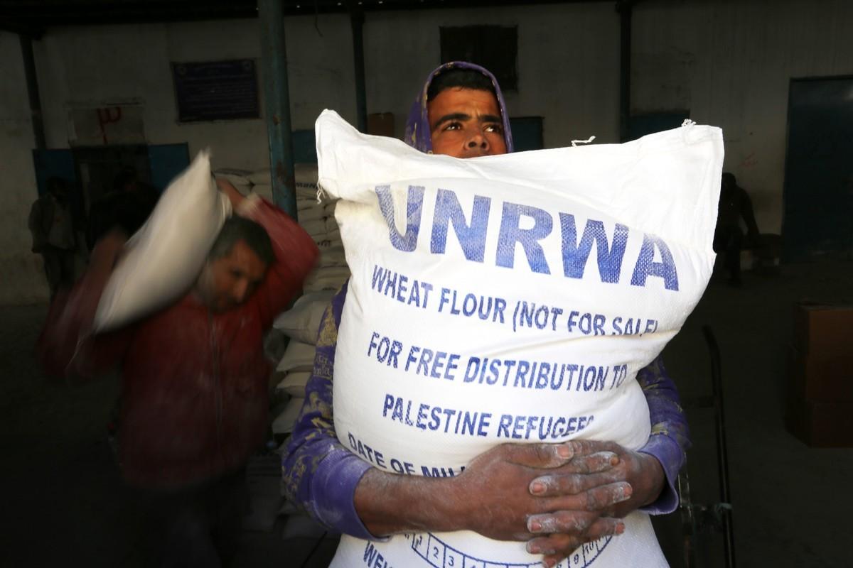 بسبب كورونا.. «الأونروا»: سنعمل على إيصال المساعدات الغذائية لمنازل اللاجئين  في قطاع غزة