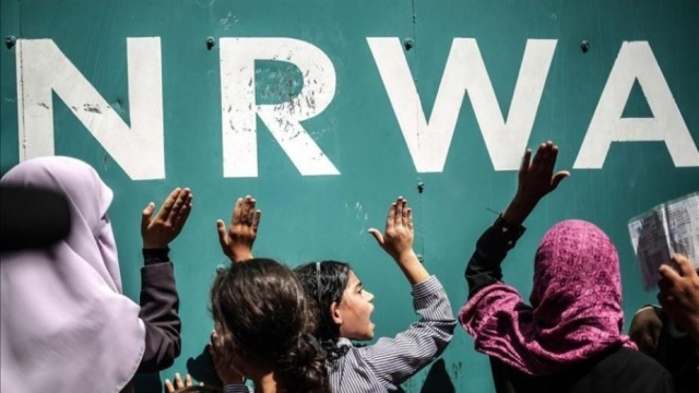 «شؤون اللاجئين بالديمقراطية» ترفض قرار «الأونروا» عدم تسجيل الطلبة الجدد من «غير اللاجئين» بمدارسها