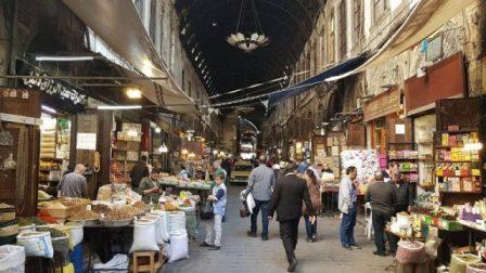 سوق البزورية في دمشق.. تُحلّي وتُعطر وتُداوي أيضا