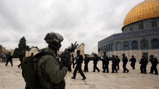 «الديمقراطية» تدين انتهاكات قوات الاحتلال لحرمة المسجد الأقصى وتحذر من تداعياتها الخطيرة