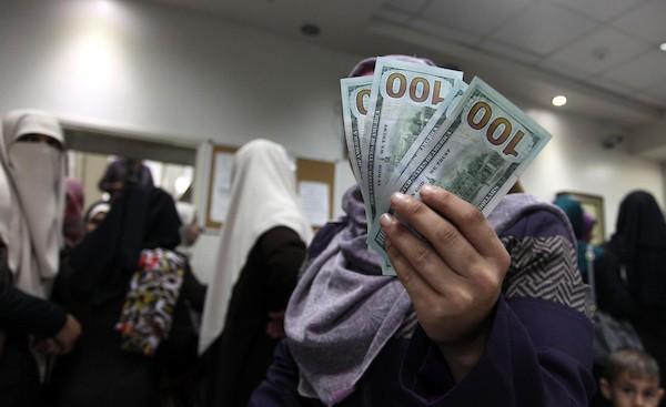 المنحة القطرية دخلت غزة ورواتب الموظفين الجمعة وفق هذه الآلية وبهذه النسبة