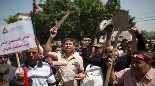 عمال غزة: ساعات عمل أكثر.. أجور أقل!