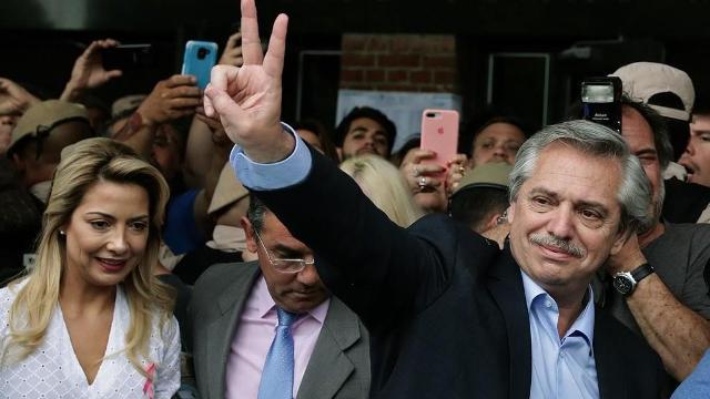 مرشح اليسار في الأرجنتين البيروني يفوز في الانتخابات الرئاسية