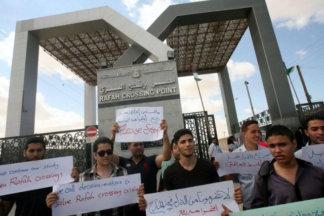 غزة : طلاب المنحة الدراسية الجزائرية يناشدون وزير التعليم بحل مشكلتهم خوفاً من فقدانها