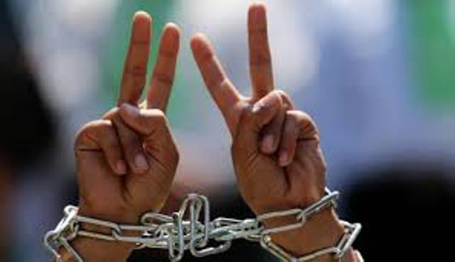 حمدونة يُطالب بتدخل حقوقي لإنقاذ حياة المعتقلين المضربين
