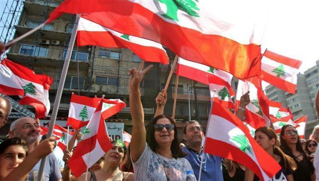 لبنان ينتفض لليوم السادس وسط رفض المتظاهرين للاصلاحات الطارئة