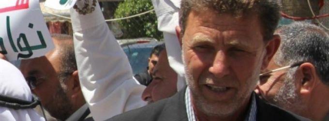 بسبب مقابلة صحافية وهمية : نقل الأسير نائل البرغوثي للعزل الإنفرادي