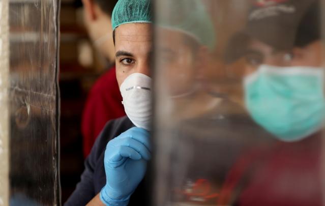 كورونا يودي بحياة 320 ألف شخص على الأقل حول العالم