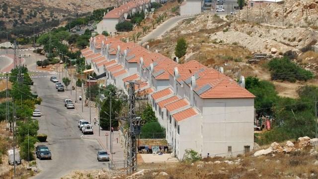 الكشف عن بؤرة استيطانية شُيدت بطراز المباني الفلسطينية القديمة