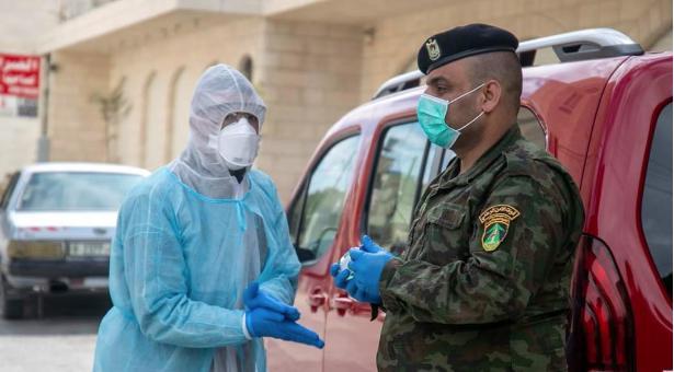 الصحة : حالة وفاة و 499 إصابة جديدة بفيروس كورونا و346 حالة تعافٍ