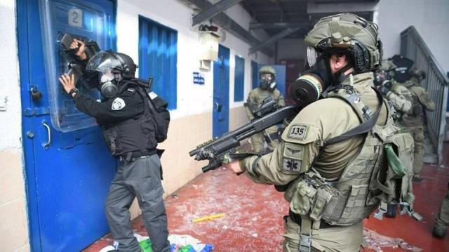 «الديمقراطية» تدين اقتحام قوات القمع الإسرائيلية لسجن عوفر والاعتداء على الأسرى