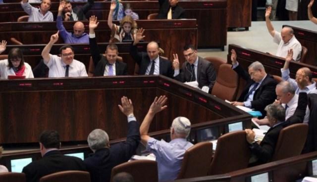 كنيست الاحتلال يقر قانون منع الإفراج عن الأسرى المتهمين بقتل إسرائيليين