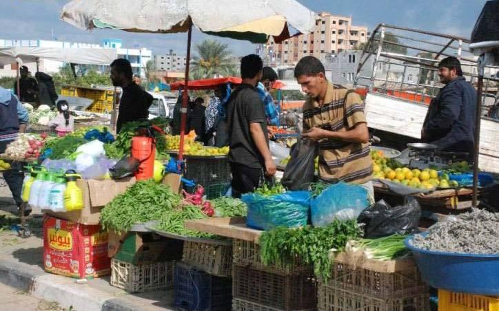 بعد إزالة «البسطات» من أسواق غزة .. من يؤمن لأصحابها قوت عيالهم؟