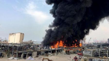 الرئيس اللبناني: حريق مرفأ بيروت قد يكون عملاً تخريبياً مقصوداً
