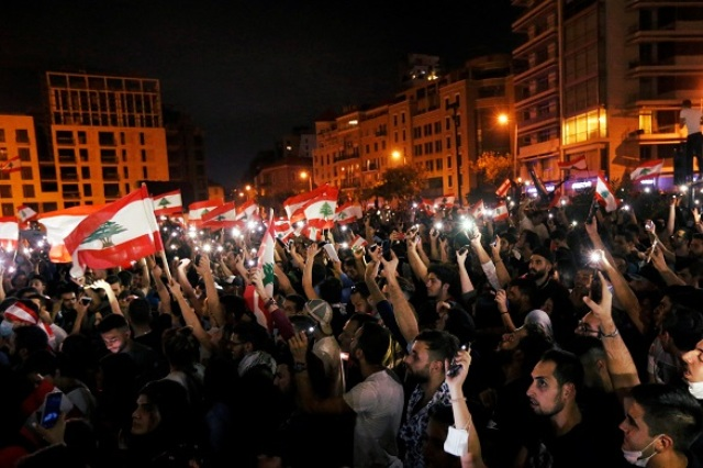 انتفاضة لبنان الشعبية تدخل أسبوعها الثاني بالتمسك برحيل الطبقة السياسية