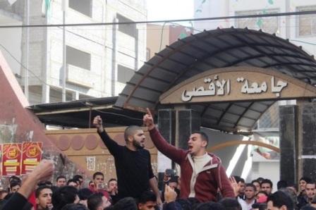 الفقر والحصار يلاحقان أحلام الناجحين بالثانوية العامة في قطاع غزة
