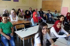 وقف تمويل الدعم الدراسي في «الأونروا» والضحية 250 معلم و3000 طالب
