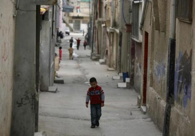 الإحصاء : أكثر  من نصف مليون طفل فقير في غزة والضفة
