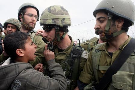 أطفال فلسطين في مواجهة دولة قادتها بهامات في مستوى العشب