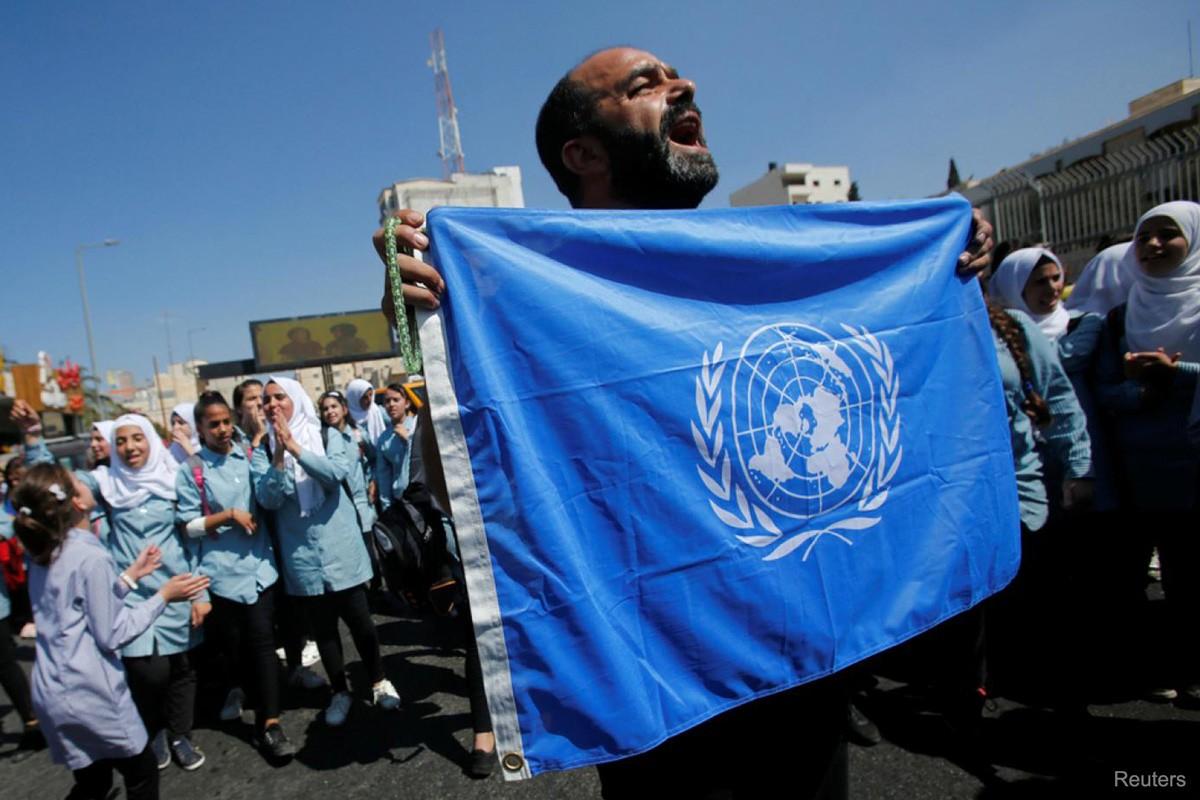 «دائرة وكالة الغوث في الجبهة الديمقراطية» تدعو الأونروا للعودة عن قراراتها بفصل عشرات الموظفين في قطاع غزة