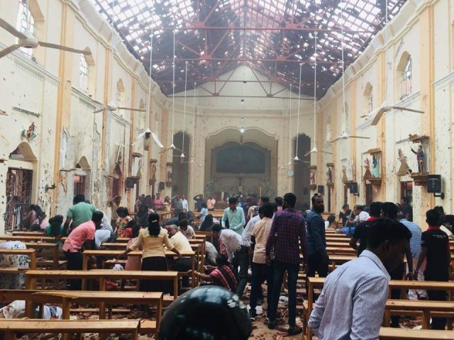 محدث : 130 قتيلًا بسلسلة انفجارات استهدفت كنائس وفنادق بسريلانكا