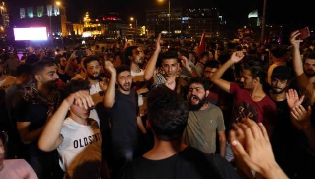 لليوم الرابع .. انتفاضة لبنان تتصاعد في وجه السلطة حتى رحيلها